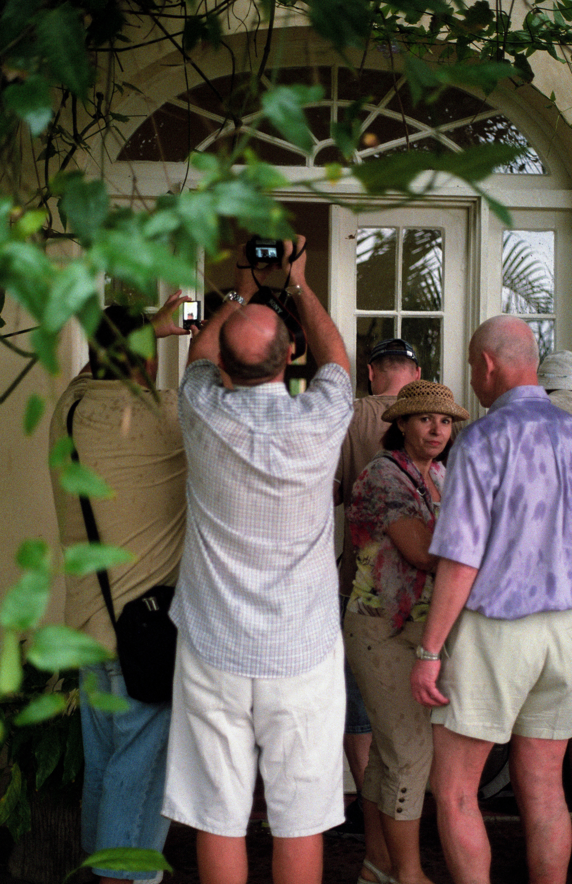Tourists at theFinca Vigía trying to get a glimpse of Papa Hemingway's living room.